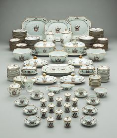 Dinner, tea, and coffee service, 1785–90. Chinese for the American market. The Metropolitan Museum of Art, New York. Bequest of James T. Woodward, 1910 (10.149.1–.248)