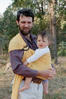 Common sling-wearing problems and tips for comfort   http://www.thebabywearer.com/articles/HowTo/CommonSlingProblems.htm