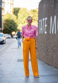 The Latest Street Style From New York Fashion Week - Top-Trends Colour Blocking Fashion, Color Blocking Outfits, Fashion Colours, Colorful Fashion, Love Fashion, Fashion Design, Look Street Style, New York Fashion Week Street Style, Color Combinations For Clothes