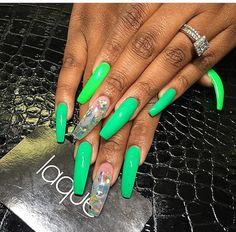 Gorgeous nails. Find them on IG: @laquenailbar. #laque #laquenailbar #getlaqued