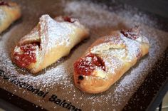 Quesitos de Guayaba (Sweeten Cream Cheese and Guava Pastries)