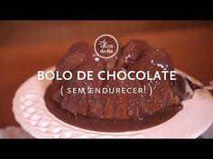 Sabe como evitar com que um bolo endureça de um dia para o outro? É muito simples - este vídeo do canal #aDicadoDia por Flávia Ferrari mostra o segredo da dica doméstica. (que também serve para bolos cortados) Ah! Quer a receita do bolo de chocolate com a cobertura? Olha ela aqui: http://www.decoracasas.com.br/2015/03/receita-de-bolo-de-chocolate.html