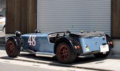 ≪NO.0155≫  ・ニックネーム  48PRODUCT        ・メーカー名、車種、年式  1989 CATERHAM SUPER SEVEN 1700SS     ・アピールポイント  ロータスカラーやアルミ地肌をイメージするスーパーセブンをアメリカンロードスター風に仕上げました。イメージは1948年INDY500チャンピオン「BLUE CROWN SPARK PLUG RACING SPECIAL」です。
