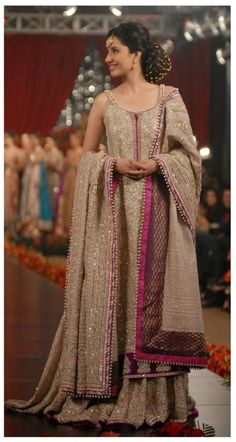 Love Mahira Khan and her outfit! #Pakistan