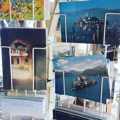 Mi pequeña gran pasión LAS POSTALES! no se si les conté pero me encanta traerme de todos los lugares que visitó una postal. Algún día voy a tener una posada o salón de té y voy a tener todas mis postales cómo decoración 😊  #soñarnocuestanada #postal #postales #viajandoenfamilia #soñar #italia #mamá #mamablog #imdesign #imdesignpostal