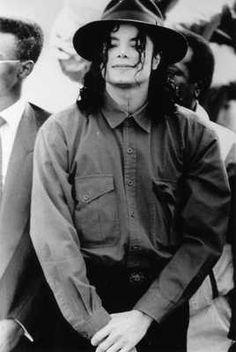 Michael Jackson   WOW Superb Mega Rare Private Posed Close Up Press Photo - http://www.michael-jackson-memorabilia.co.uk/?p=487