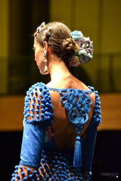 SIMOF Lo mejor de la semana flamenca ** Interesting use of the pom poms and lace. 3d Fashion, Fashion History, Fashion Details, Luxury Fashion, Spanish Dress, Spanish Style, Flamingo Dress, Flamenco Dancers, Flamenco Dresses