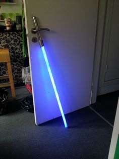How To Make A Lightsaber - this should be a weekend project! SO much fun!!!