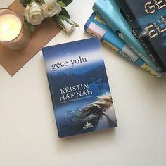 """""""Bazen ayakta kalabilmenin tek yolu ümit etmekten vazgeçmekti. Beklemekten vazgeçmek."""" #GeceYolu  Gece Yolu annelik, kimlik, aşk ve affetmeye dair soruları derinlemesine işliyor. Hem kaybetmenin verdiği şiddetli acıyı hem de ümidin hayret verici gücünü gözler önüne seren aydınlatıcı, yürek parçalayıcı bir roman. Kristin Hannah aile özlemi, insan kalbinin direnci ve sevdiklerimizi affetme cesaretine dair unutulmaz bir hikâyeyi olabilecek en iyi şekilde anlatıyor."""