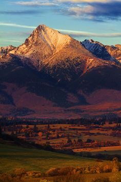 Kriváň - the symbol of Slovakia view of Western part of Slovak and Polish Tatra Mountains. Bratislava, Places To Travel, Places To See, Beautiful World, Beautiful Places, Tatra Mountains, Central Europe, Albania, Beautiful Landscapes