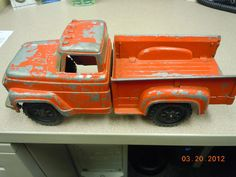 I bid on this truck for Wesley's room; I think I'm going to win it:)
