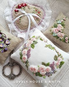 Image may contain: flower Handmade Gifts For Men, Hand Embroidery Videos, Embroidered Roses, How To Make Toys, Brazilian Embroidery, Stuffed Toys Patterns, Fabric Scraps, Pin Cushions, Handicraft