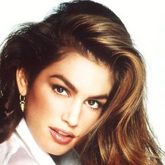 Les plus grands top-models des années 90 : Cindy Crawford - Mode - Plurielles. Claudia Schiffer, Scene Hair, Naomi Campbell, Makeup Trends, Makeup Ideas, 1990 Style, Original Supermodels, 90s Hairstyles, Blowout Hairstyles