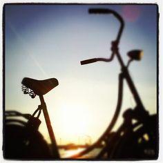 Amsterdam op de fiets is leuk. Fietsen door Amsterdam met je vrienden en collega´s tijdens een bedrijfsuitje is nóg leuker. En dan ook nog een picknick.... dan is het bijna af.... http://www.puuramsterdam.nl/Losse_activiteiten_Categorie/3/Fietsen.html
