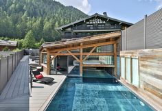 Hôtel Le Montana & Spa is located in the region of Rhône-Alpes, in Chamonix-Mont-Blanc, just 27.4 km from Megève. The Chambéry-Savoie Airport is 88.5 km from this 4-star hotel. From Chamonix-Mo…