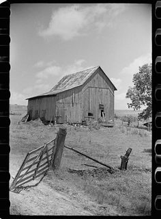 Barn on former farm of Wabash Farm settler, Martin County, Indiana Country Barns, Country Life, Barn Boots, Martin County, Black And White Sketches, Country Scenes, Farms Living, Old Signs, Old Buildings
