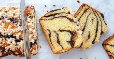 Typically, babka is a traditional sweet bread made with a rich dough that is made for Easter Sunday in order to celebrate the Christ rising. Nowadays, chocolate-raspberry babka is one of the most … Raspberry Loaf Recipes, Babka Recipe, Muffins, Chocolate Babka, Chocolate Chips, Dough Ingredients, Cocoa Cinnamon, Cinnamon Rolls, Cupcakes
