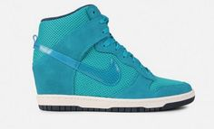 A hot new color way, with an even fresher shoe. The Nike Dunk Ski Hi Essential (Teal).