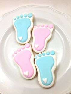 Baby Feet Cookies-Perfect for a Baby Shower by MrsCookieBakes Iced Cookies, Royal Icing Cookies, Cookies Et Biscuits, Cake Cookies, Cookie Favors, Heart Cookies, Deco Baby Shower, Shower Bebe, Baby Shower Cookies
