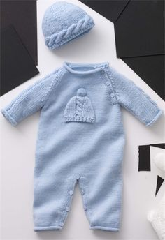 Bergere de France Romper Suit & Hat Pattern Explic Knitting is really a method by Baby Knitting Patterns, Knitting For Kids, Baby Patterns, Baby Pullover, Baby Cardigan, Knitted Baby Clothes, Knitted Hats, Baby Overall, Pull Bebe