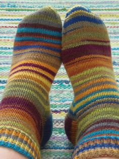 Lankaterapiaa: Räsymattosukat - Stripemania stripes Socks, Knitting, Fashion, Stockings, Moda, Tricot, Fashion Styles, Cast On Knitting, Sock