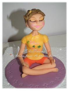 Topo de bolo. Modelagem em pasta de açúcar.  Yoga