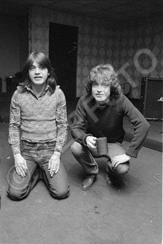 Malcolm and Angus Young - BIB studio - AC/DC, 1980