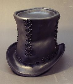 Tom Banwell—Leather and Resin Projects: Steampunk Leather Top Hat Tutorial (I'd like to make a leather hat, this site has step by step tutorial) Steampunk Hut, Costume Steampunk, Steampunk Top Hat, Steampunk Clothing, Steampunk Fashion, Victorian Fashion, Gothic Fashion, Steampunk Images, Steampunk Halloween
