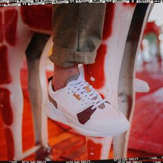 Get sport: Wear sneakers! Eureka Shoes, White Sneakers, Sneakers Nike, Sport Wear, Nike Huarache, Air Jordans, How To Make, How To Wear, Mens Fashion