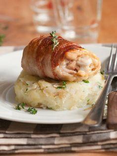 Truques para seu frango  O frango cora facilmente se, antes de fritá-lo, você dourar com uma pitada de açúcar na gordura. As aves assadas ficam mais úmidas quando cobertas com fatias de bacon.