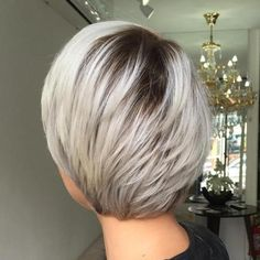 Like silver color and dark roots Feathered Ash Blonde Bob Layered Bob Haircuts, Short Hairstyles For Thick Hair, Thin Hair Haircuts, Haircut For Thick Hair, Short Hair Styles Easy, Short Hair Cuts, Curly Hair Styles, Pixie Cuts, Short Pixie