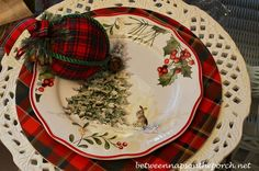 Between Naps on the Porch | A Christmas Table Setting Inspired by Nature-Themed Dishware | http://betweennapsontheporch.net