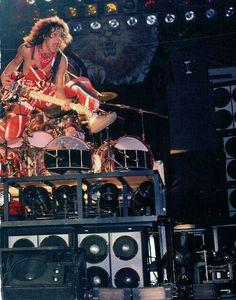 Eddie Van Halen at the US Festival 1983 Alex Van Halen, Eddie Van Halen, Pink Floyd Dark Side, Greatest Rock Bands, Best Rock, Music Pics, Music Stuff, Guns N Roses, Iron Maiden