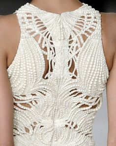 Cream Haute Couture dress, detail, by Alexander McQueen. Style Haute Couture, Couture Details, Fashion Details, Look Fashion, Runway Fashion, High Fashion, Womens Fashion, Fashion Design, Fashion Clothes