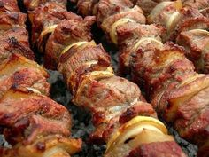 Kebab v rúre - Báječné recepty Grilling Recipes, Cooking Recipes, Cooking Food, Tandoori Recipes, Georgian Cuisine, Meat Marinade, Tasty, Yummy Food, Russian Recipes
