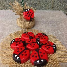 Recycle Reuse Renew Mother Earth Projects: How to make Recycled Bottle Cap Ladybug Diy Projects To Try, Crafts To Make, Craft Projects, Crafts For Kids, Arts And Crafts, Craft Ideas, Mosaic Projects, Kids Diy, Project Ideas