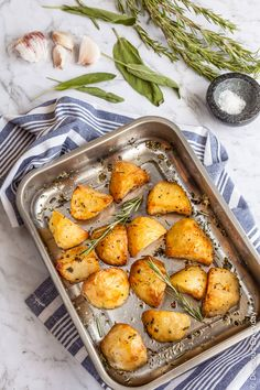Planning on making roast potatoes this Christmas? Learn my secrets for crunchy, golden and crispy roast potatoes with rosemary, sage and garlic.