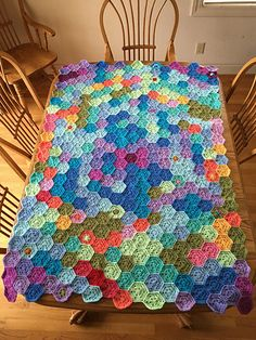 """Using """"Solid Hexagon Pattern"""" by Bella Coco Hexagon = Finished all 366 days. Just need to add a border. x with border; each hexagon x At top and bottom, I ad. Crochet Hexagon Blanket, Granny Square Crochet Pattern, Crochet Granny, Crochet Motif, Hexagon Pattern, Square Patterns, Knitting Patterns, Crochet Patterns, Crochet Ideas"""