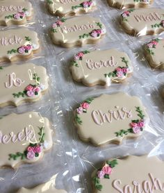 How to Use Wedding Favor Sayings to Personalize Your Wedding Favor Choices - Put the Ring on It Cupcake Wedding Favors, Biscuit Wedding Favours, Wedding Cake Cookies, Custom Wedding Favours, Wedding Favors For Guests, Wedding Gifts, Wedding Cake Pops, Wedding Table, Wedding Ideas
