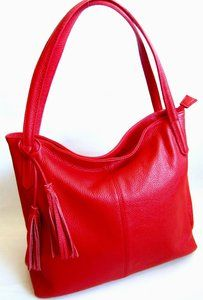 ab2575e91df Rode leren schoudertas Deze tas is gemaakt van leer en is een slap model, de