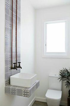 Railway tiles bathtub ideas pinterest shower storage for Carrelage fn