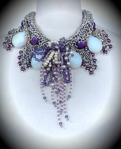 Collar en chainmail de alpaca, opalinas, ágatas, perlas, amatistas y cristales.