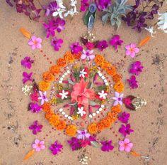 ᴘɪɴᴛᴇʀᴇsᴛ: ɢᴏᴏᴅᴊᴜᴊᴜᴛʀɪʙᴇ // ɪɢ: ॐ Flower Petals, Flower Art, Flower Rangoli, Hippie Love, Shabby, Leaf Art, Environmental Art, Crystal Flower, Mandala Art