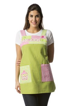 """Estola Delantal """"Cupcakes"""" Cute Scrubs, Sewing Aprons, Clothing Hacks, Sewing Projects, Crochet, Outfits, Women, Fashion, Aprons For Kids"""