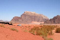 Durch das Wadi Rum zu reisen ist toll. Dort auch noch zu übernachten ist atemberaubend.