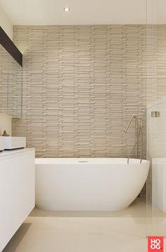 Badkamer ontwerp met luxe ligbad | Appartement Amsterdam - Grand & Johnson | badkamer ideeen | design badkamers | bathroom decor | Hoog.design
