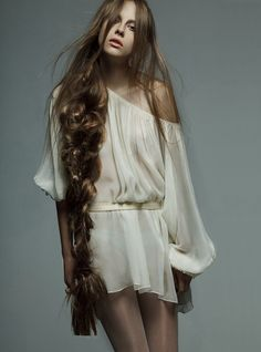 I love those gold spun highlights for that natural light brown hair. I might do that to mine as I grow it out.