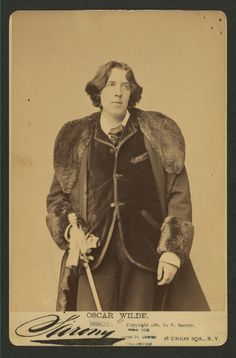 vintage everyday: Oscar Wilde in New York: A Portrait Photo Collection Taken in 1882 by Napoleon Sarony Oscar Wilde Quotes, Writers And Poets, Dorian Gray, Look At The Stars, New York Public Library, Photo Essay, Portrait Photo, Book Authors, Frases