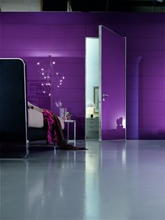Project door with Synua Wall System in lilac glass.  www.oikos.it