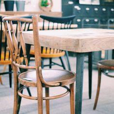 「カフェに置いてそうなコンパクトなテーブルとチェア。 #カフェテーブル #カフェ #テーブル #家をカフェ化計画 #お気に入りのカフェよりもおうちが好き」 ― 家具 木の國屋 (飛騨高山の家具・インテリア店)さん(@kagu_kinokuniya)のInstagramアカウント: